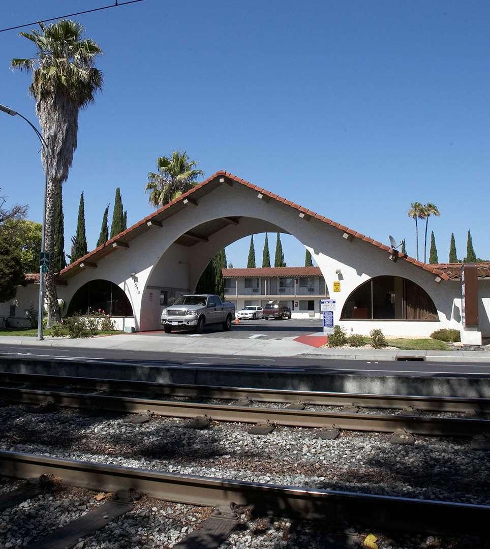 E-Z 8 Motel San Jose II Is Conveniently Located Near Santa Clara University