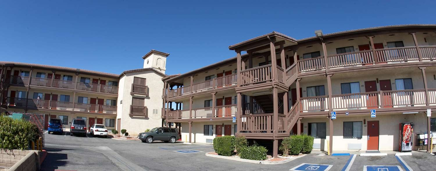 E-Z 8 Palmdale is An Affordable Hotel A Short Drive from The Hollywood Burbank Airport