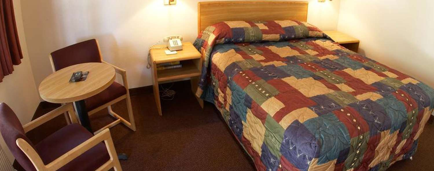 WELL-APPOINTED GUESTROOMS FOR BUSINESS AND LEISURE TRAVEL AT E-Z 8 Motel Old Town