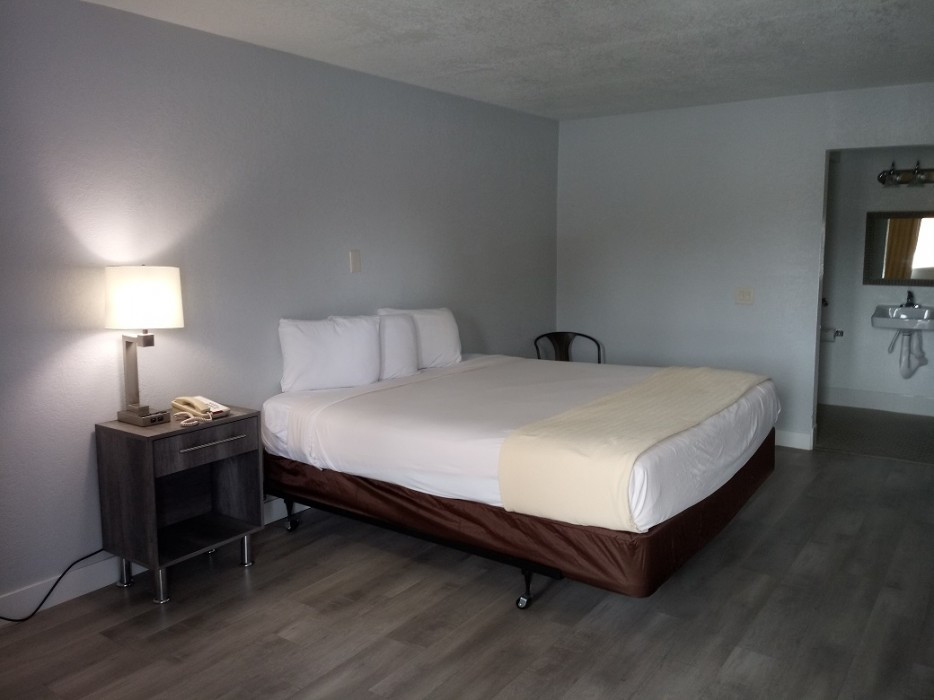 Accessible Full Bed - Non-Smoking