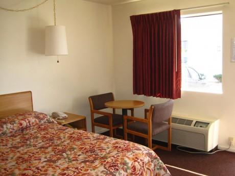 1 Queen Guest Room