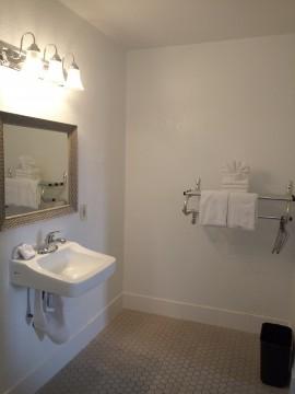 Premier Inns Thousand Oaks - Accessible Private Bathroom
