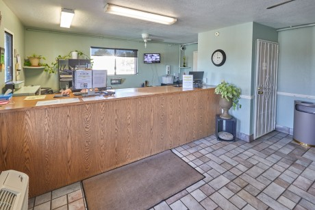 Welcome To EZ8 Palmdale Motel - Front Desk