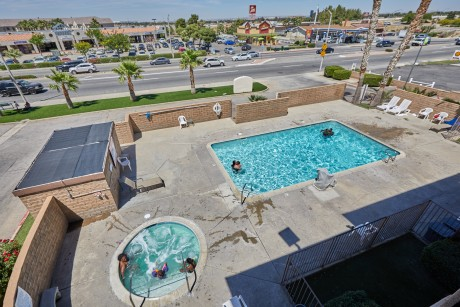 Welcome To EZ8 Palmdale Motel - Pool and Hot Tub