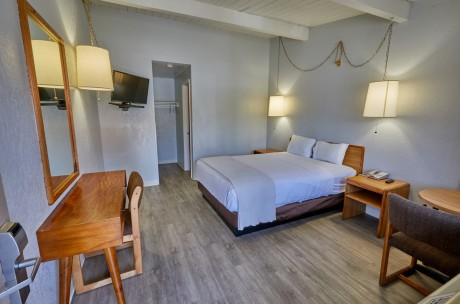 Welcome To EZ 8 San Jose 1 - Accessible Full Bed