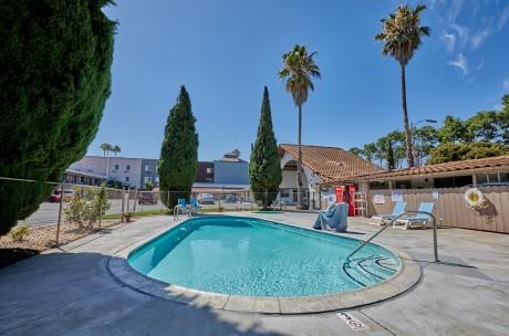 Welcome To EZ 8 San Jose 1 - Sparkling Pool