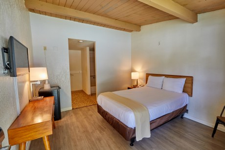 Welcome To EZ 8 San Jose II Motel - Accessible Full Bed