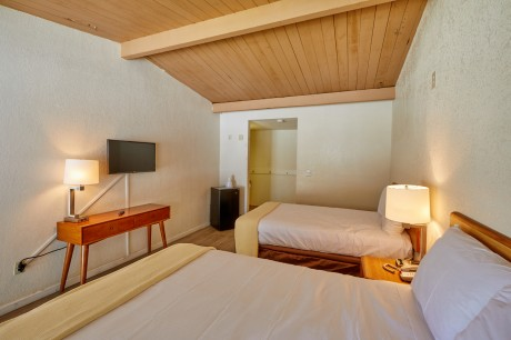 Welcome To EZ 8 San Jose II Motel - Accessible 2 Full Beds