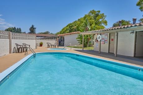 Welcome To EZ 8 San Jose II Motel - Sparkling Pool