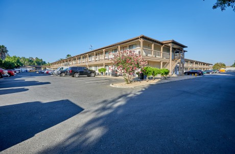 Welcome To Premier Inns Concord - Ample Parking