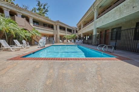 Premier Inns Thousand Oaks - Pool Area