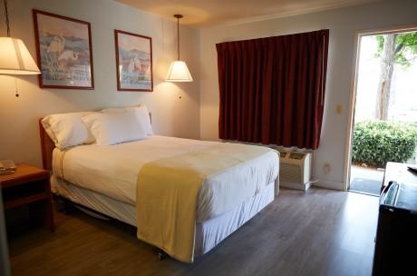 Premier Inns Thousand Oaks - Accessible Queen Room