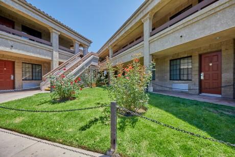 Premier Inns Thousand Oaks - Rose Garden