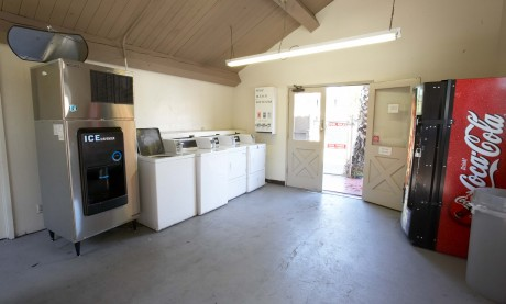 Welcome To EZ 8 San Jose II Motel - Vending and Guest Laundry