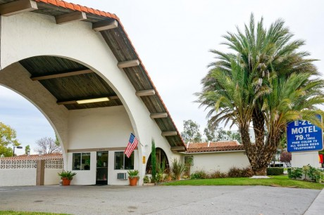 Welcome To EZ 8 San Jose II Motel - Exterior View of The Office