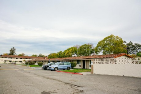 Welcome To EZ 8 San Jose II Motel - Ample Complimentary Parking