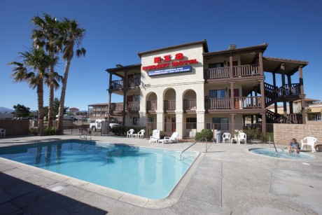 Welcome To EZ8 Palmdale Motel - Pool Area