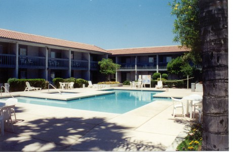 Welcome To Premier Inns Metro Center - Pool Area