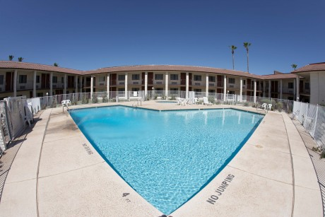 Welcome To Premier Inns Metro Center - Inviting Pool